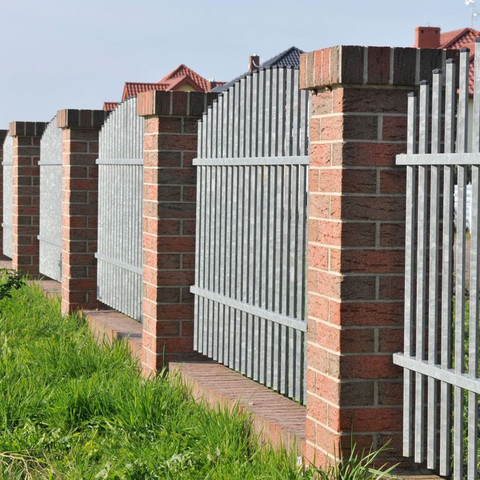 Fence made of shaded clinker Victoria brick