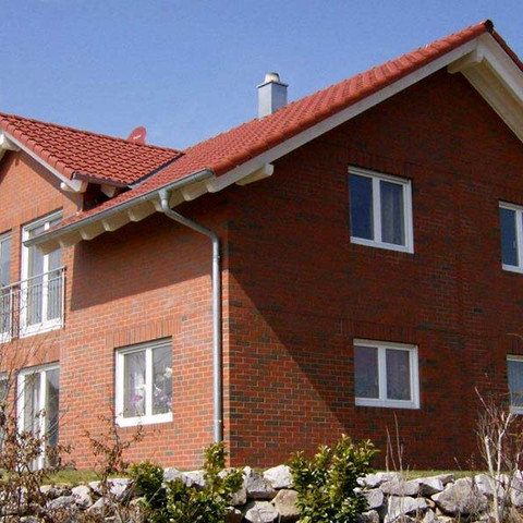 Single-family houses made of Westerwald shaded smooth brick