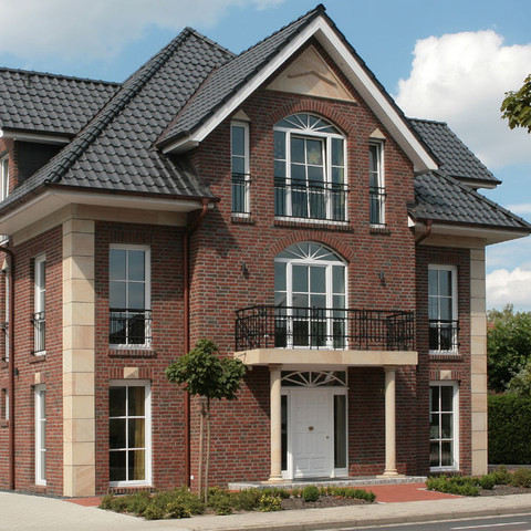 Single-family houses made of Wasserstrich muted shaded brick