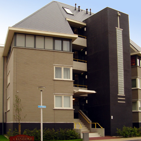 A residential building made of gray and black smooth shaded Faro brick
