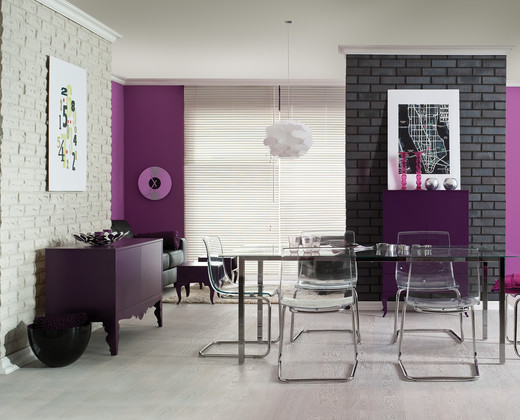 Dining room in strong colors
