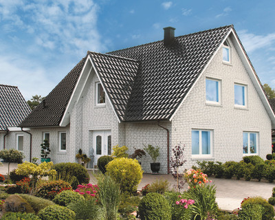 A single-family house covered with Piemont tile