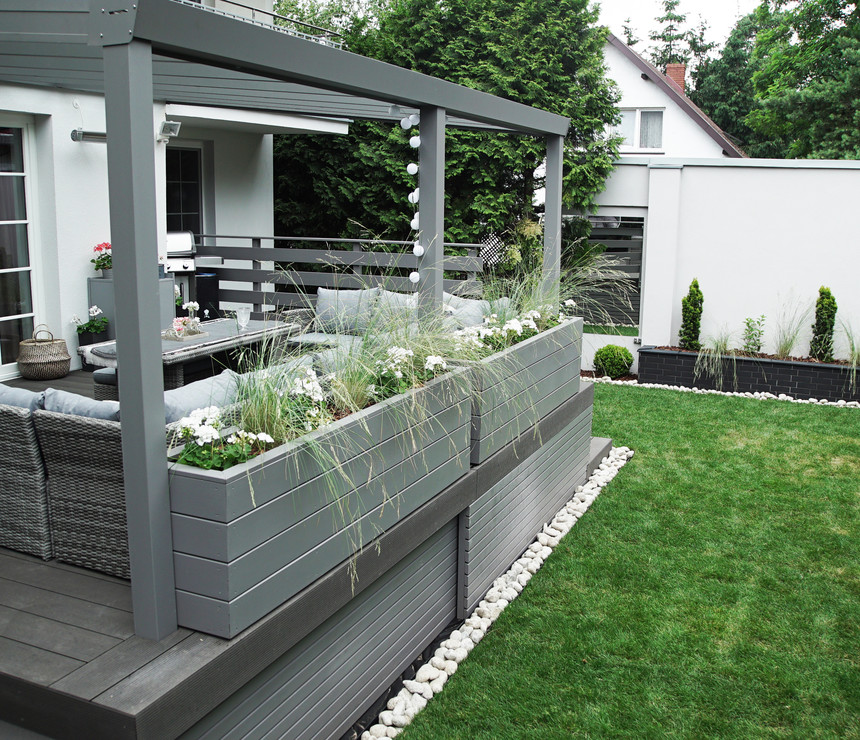 A modern terrace in anthracite