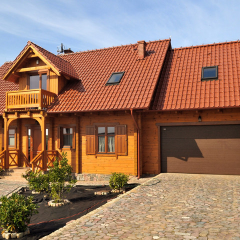 A single-family house covered with Monzaplus roof tiles