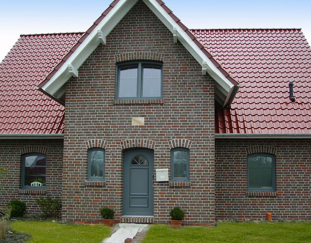 A single-family house covered with chestnut engobe Bornholm tiles